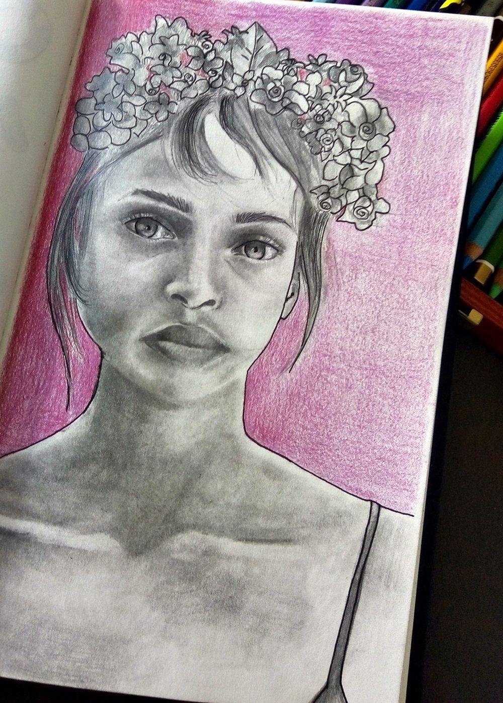 portret kobiety ołówkiem i kredkami